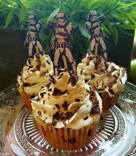 Vanilla Chocolate Chip Cupcakes – The Greedy Gull